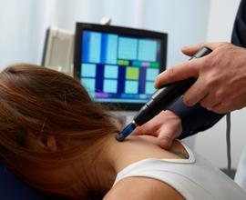 Behandlung im Nackenbereich